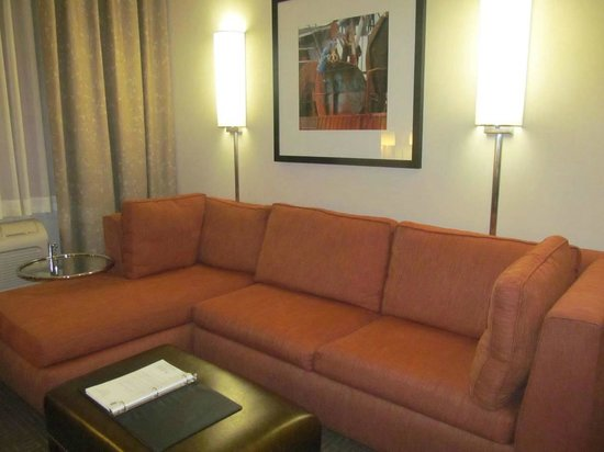 Embassy Suites by Hilton Portland: sofa in second room