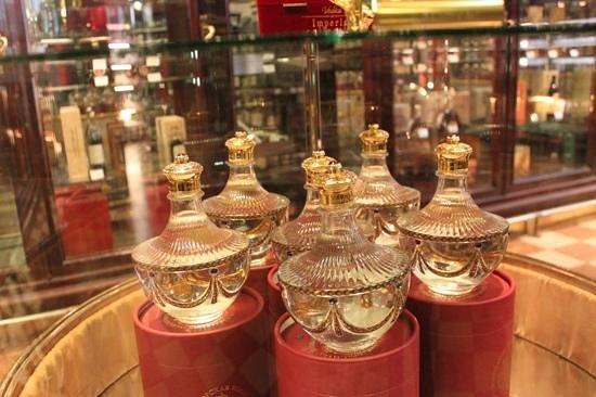 Gastronomia Eliseevsky: Vodka em garrafas especiais