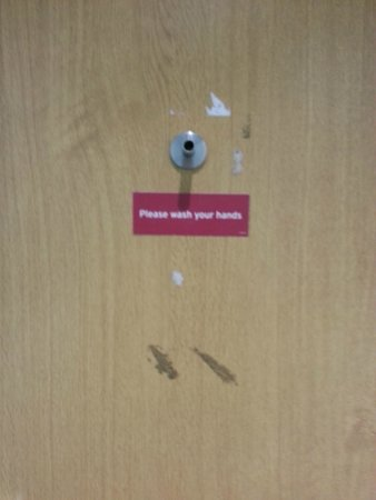 South Park Cottage Apartment: At least clean old stickers off.