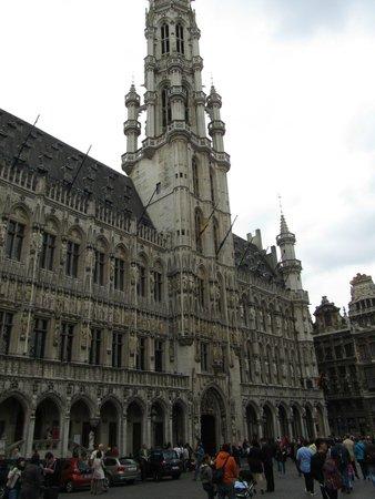 Town Hall (Hotel de Ville): veel beelden in de nissen