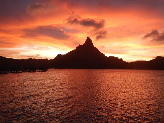 InterContinental Bora Bora Resort & Thalasso Spa : Vista do pôr do sol do nosso bangalô