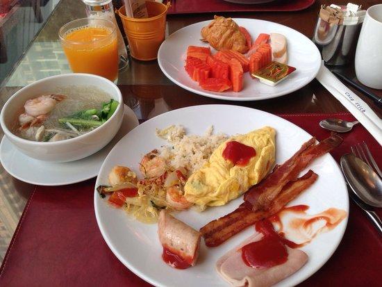 Sukhumvit Park, Bangkok - Marriott Executive Apartments: 朝食 Breakfast.