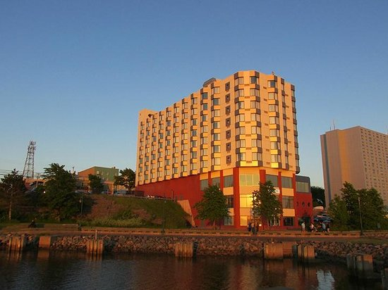 Holiday Inn Sydney Waterfront : Holiday Inn at sunset