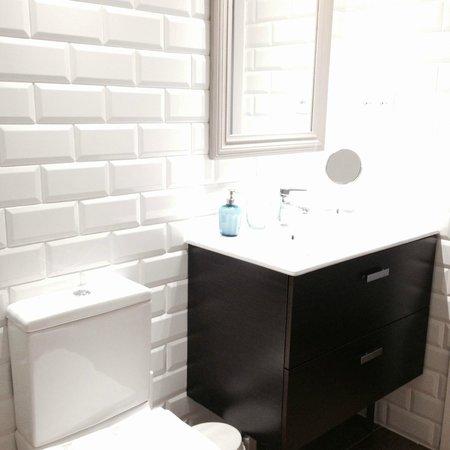Violeta Boutique : Badezimmer der Wohnung im Dachgeschoss
