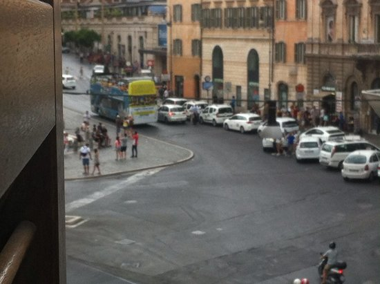 Hotel Stendhal: Piazza barberini from the room