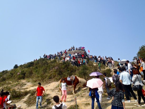 Wutong Mountain: A very crowded peak