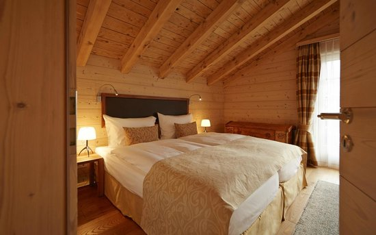 Grand Hotel Zermatterhof : Chalet suite bedroom