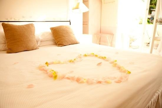 Hotel Villa Aurora : Honeymoon: they put this on our bed!