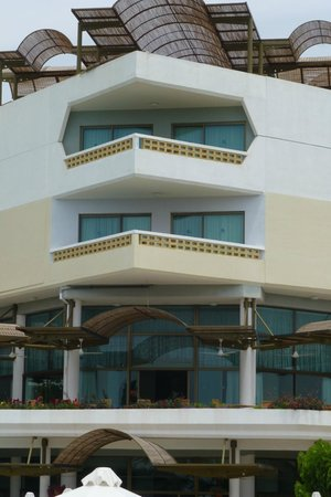 Constantinou Bros Athena Royal Beach Hotel: notre balcon au 1er étage