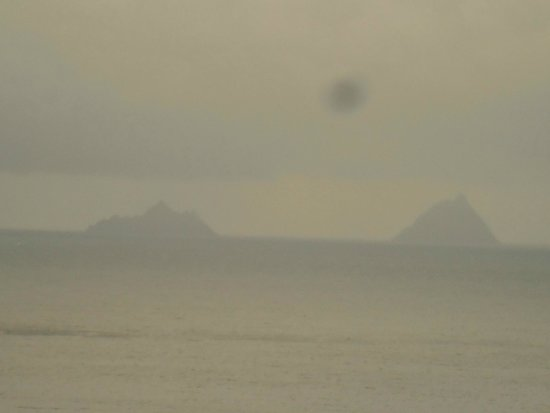 Geokaun Mountain and Cliffs: Les iles skellig dans le brouillard