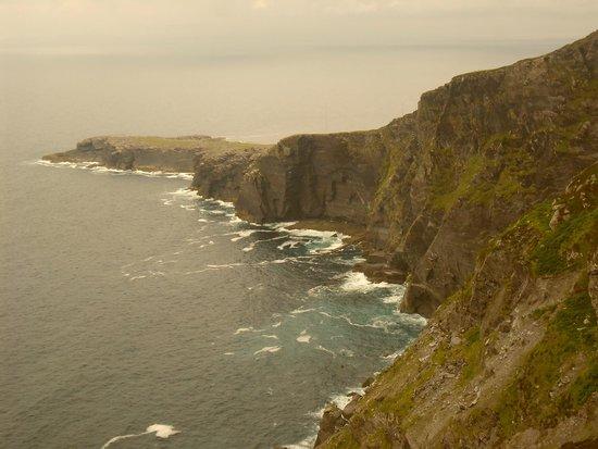 Geokaun Mountain and Cliffs: vue