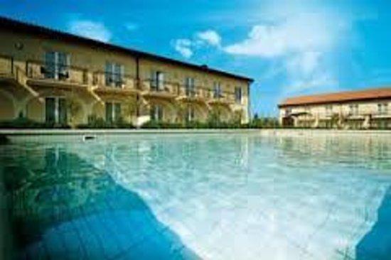 Principe Di Lazise: fronte piscina