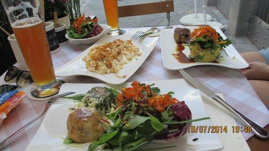 Zwickl - Gastlichkeit am Viktualienmarkt: Pflanzerl und Käsespätzle