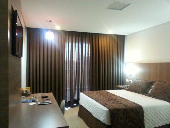 Foz Presidente Hotel: Suíte (vista da entrada)