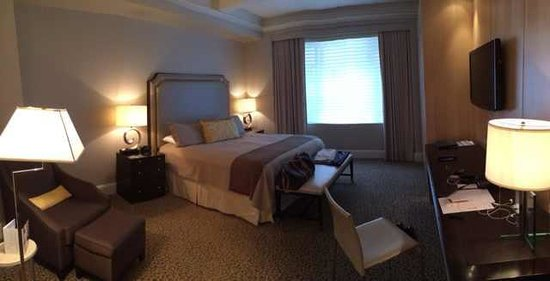 Omni Berkshire Place: Room