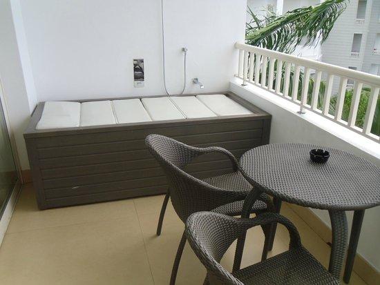 Secrets St. James Montego Bay: Tub on Balcony (St. James Preferred)