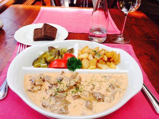 Café Pushkin : Beef Strogonoff was delicious...Price was slso good.Service + taste ������