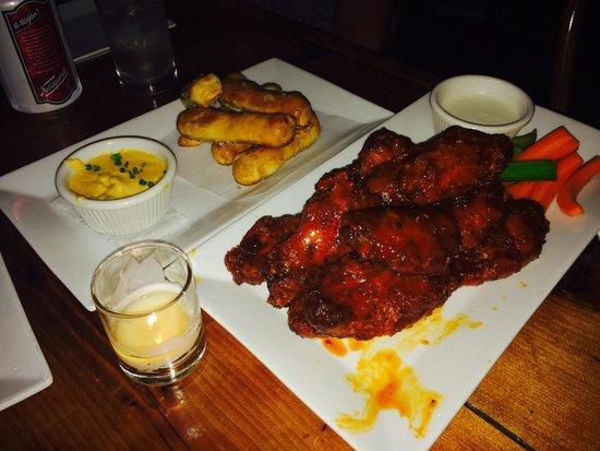 Cooper's Tavern: Pretzels & Wings, perfect bar food