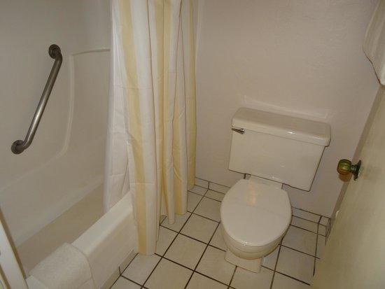 Plantation Hale Suites : Ванная (Стандартный номер)