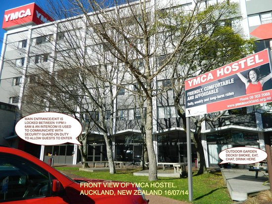YMCA Hostel: VIEW FROM THE FRONT ON PITT ST.
