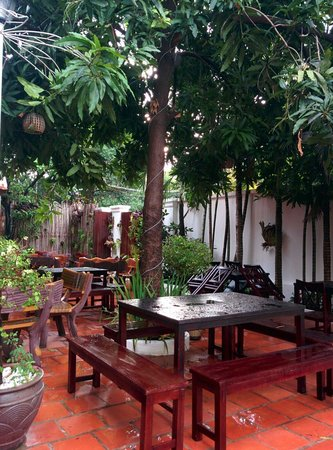 Hilary's Boutique Hotel: Outdoor restaurant or chilling out place