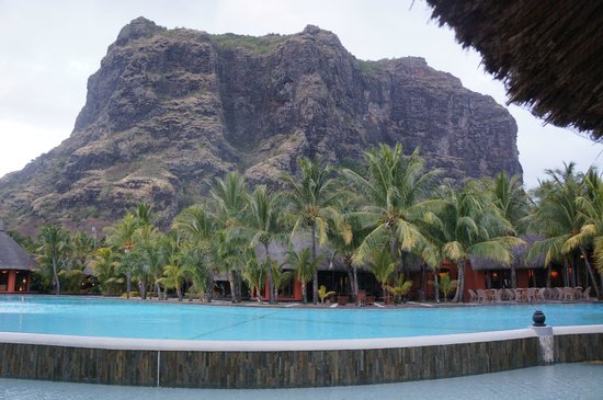 Beachcomber Dinarobin Hotel Golf & Spa: hotel au pied du Morne