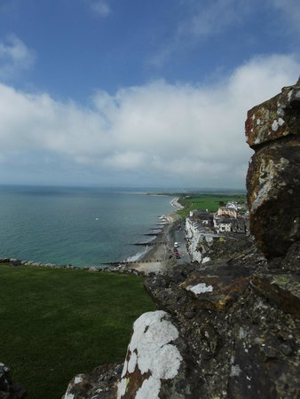 Criccieth Castle: Looking West from the castle.