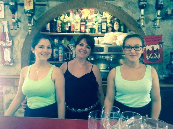 L'Auberge de l'Aire Saint Michel: Le staff super sympa !!!!!