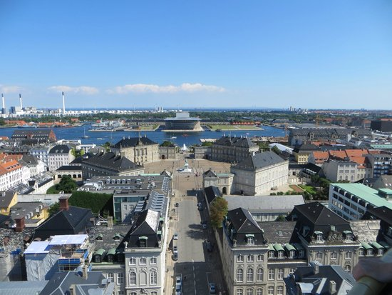 Iglesia de Mármol (Iglesia de Federico): View towards Amalienborg and the Opera