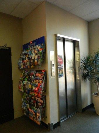 YMCA Hostel: FREE BROCHURES & MAPS NEXT TO ELEVATOR (GROUND FLOOR)