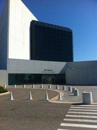 John F. Kennedy Presidential Museum & Library : Exterior
