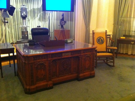 John F. Kennedy Presidential Museum & Library : Oval Office