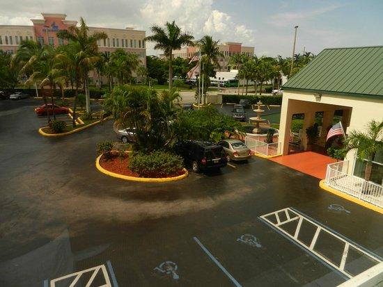 Country Inn & Suites By Carlson, Miami (Kendall) : un beau parking ne sauve pas le reste