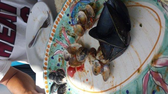 Ristorante L'Isola del Pescatore : 17 euro per 3 cozze e 7 vongole