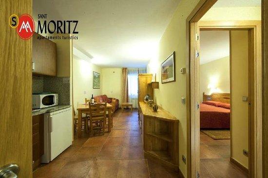 Sant Moritz Apartments: Salón comedor