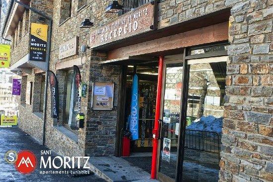 Sant Moritz Apartments: Entrada recepción