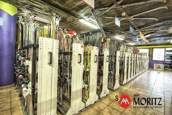 Sant Moritz Apartments: Tienda de deportes Sant Moritz