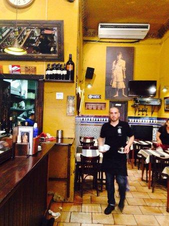 Taberna Alhambra: Efficient staff