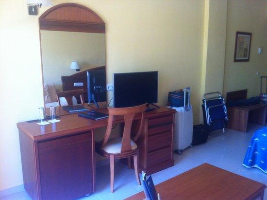 HOTEL BAHIA TROPICAL: TELEVISIÓN Y ESCRITORIO HABITACIÓN DOBLE