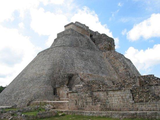Zona Arqueologica Uxmal: Uxmal - meerdere pyramides zijn over elkaar gebouwd
