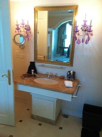 Pullman Shanghai Skyway Hotel: Bathroom