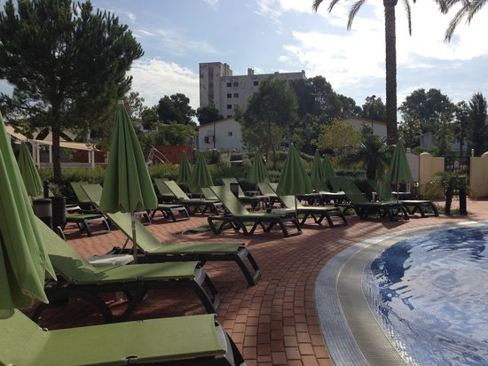 Marriott's Playa Andaluza: Tortuga Pool - Lots of sunbeds available