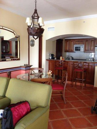 Marriott's Playa Andaluza: Lounge & Kitchen