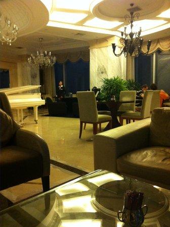 Pullman Shanghai Skyway Hotel: Lounge