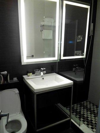 Ameritania Hotel: Specchio illuminato