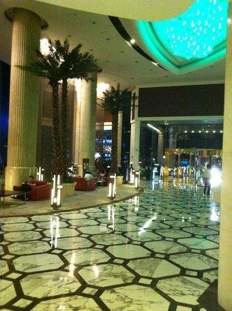 Pullman Shanghai Skyway Hotel: Lobby