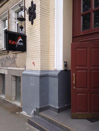 V.S. Apart Central Plaza : Same building as Kiev Inn