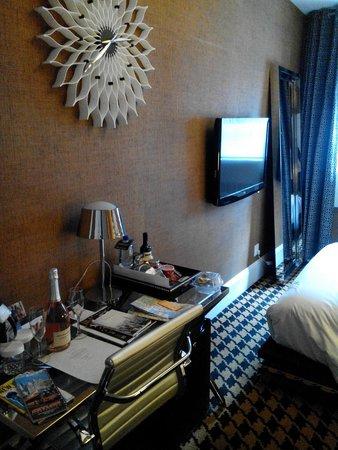 Ameritania Hotel : Tv 42' a bordo letto