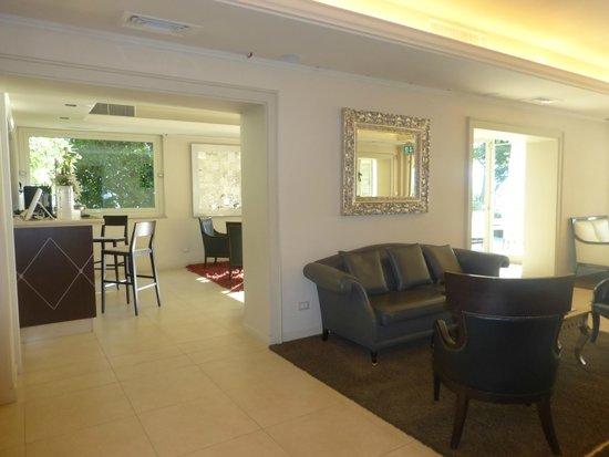 Villa Rosa Hotel: Bar Area