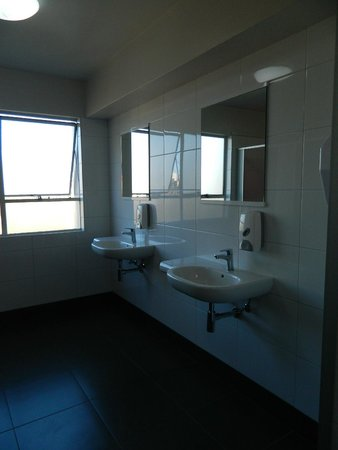 YMCA Hostel : WOMEN'S TOILET ROOM SINKS WITH WALL MIRRORS (5TH FLOOR)